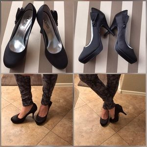 Unlisted black pumps heels with ribbon the side.